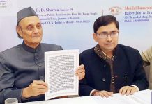 Dr Karan Singh launching volume of Bhagavadgita.