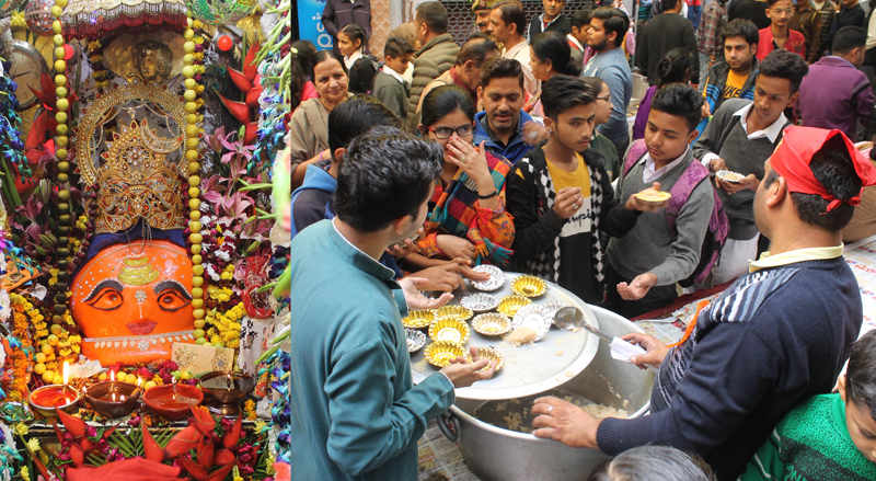 Devotees taking Prasad during a bhandara organized at Kaal Bhairav Temple, Chowk Chabutra, Jammu. —Excelsior/Rakesh