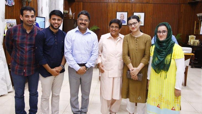 JU faculty members and scholars posing with Dr. Kiran Bedi.