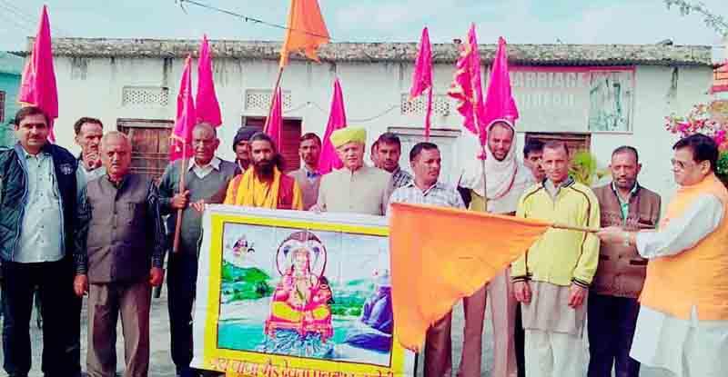 Tawi Andolan president, Chander Mohan Sharma, flagging off Sadbhawna Yatra to Bawa Bhair Devsthan from Parade, Jammu.