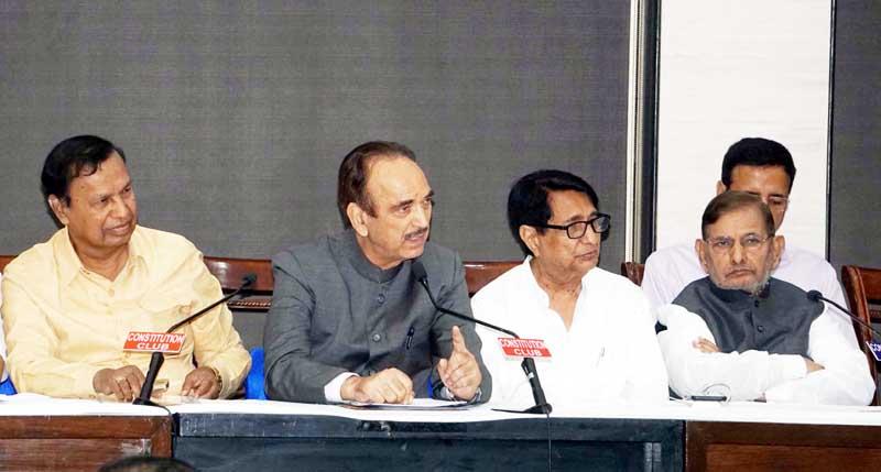 Congress leader Ghulam Nabi Azad, DMK leader T R Baalu, Loktantrik Janata Dal party leader Sharad Yadav, Rashtriya Lok Dal leader Ajit Singh and others at a press conference of like minded opposition parties in New Delhi on Monday. (UNI)