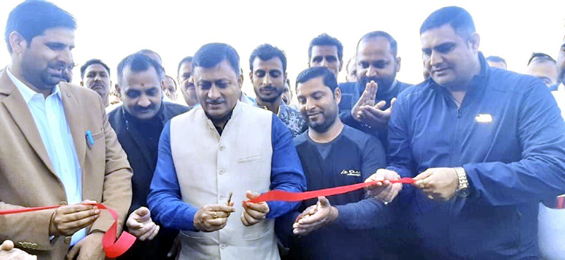 Senior BJP leader, Vibodh Gupta inaugurating Ganesh Motor Garage in Rajouri.