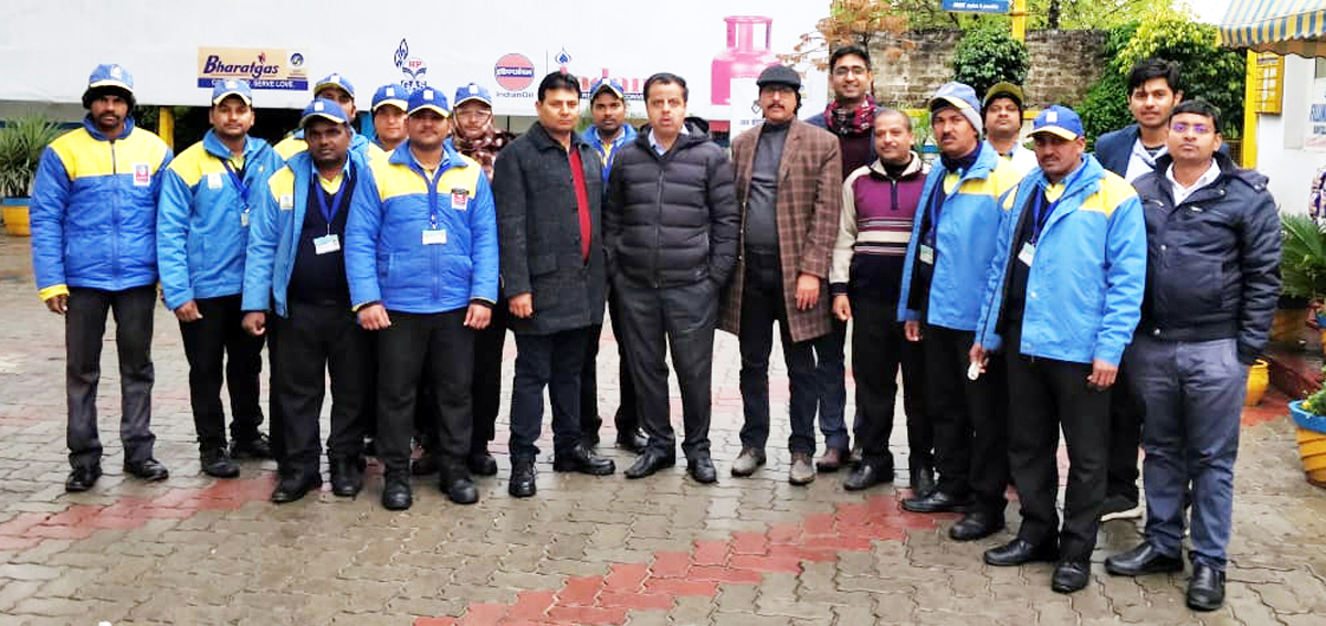 BPCL officials posing with management and delivery boys of KN Filling Station, Bantalab.