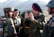 Northern Command Army Commander Lt Gen Ranbir Singh interacting with troops during his visit to forward areas of Rajouri - Poonch on Wednesday. —Excelsior/Photo