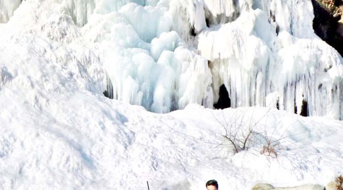 Frozen waterfall in a picturesque spot in North Kashmir mesmerizing the visitors. (UNI)