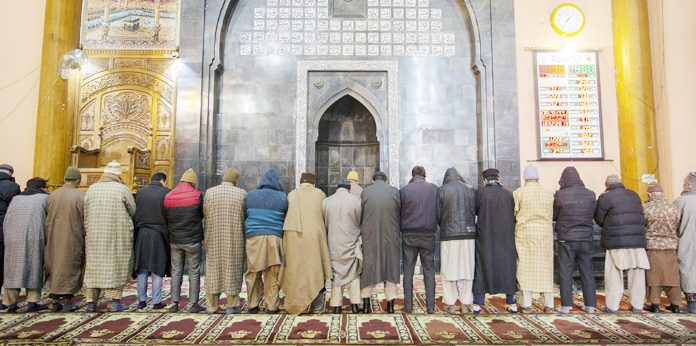 After more than four months, Zuhr prayers offered at Jamia Masjid in Srinagar. —Excelsior/Shakeel