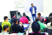 An expert delivering lecture to IAS/KAS aspirants at Genesis Institute.