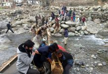 Villagers constructing foot bridge over a nallah in Thannamandi area of Rajouri. -Excelsior/Bhat