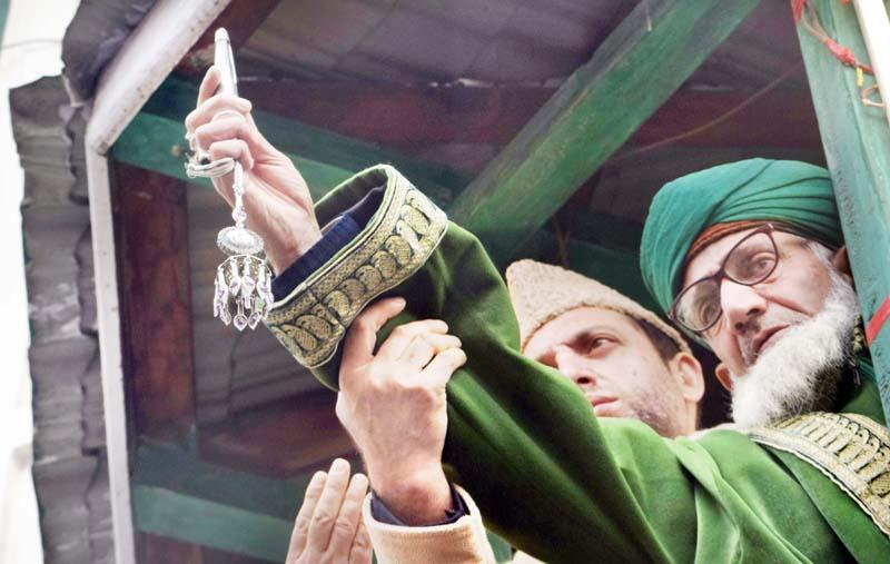 Thousands attend annual Urs of Sufi Saint Sheikh Abdul Qadir Jeelani (RA) at Khanyar in Srinagar. -Excelsior/Shakeel