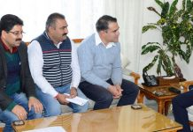 Lt. Governor meeting delegation of J&K Civil Secretariat Non-Gazetted Employees Union.