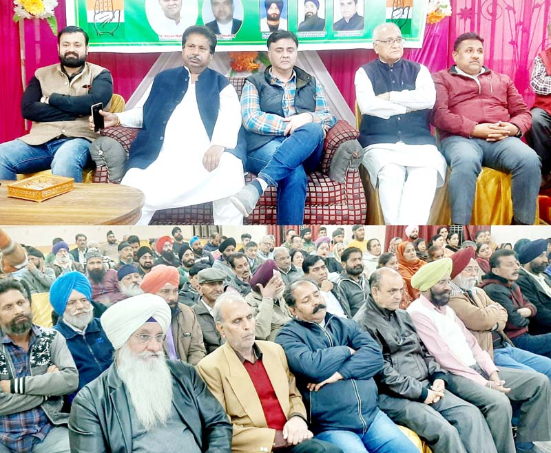 Senior Cong leader Raman Bhalla and others at public meeting in Gandhi Nagar.