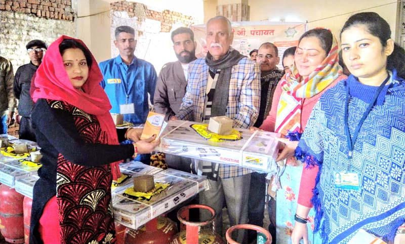 MP Shamsher Singh Manhas distributing LPG cylinders to beneficiaries in Panchayat Bhadrode in Raipur Domana Assembly Segment on Monday.