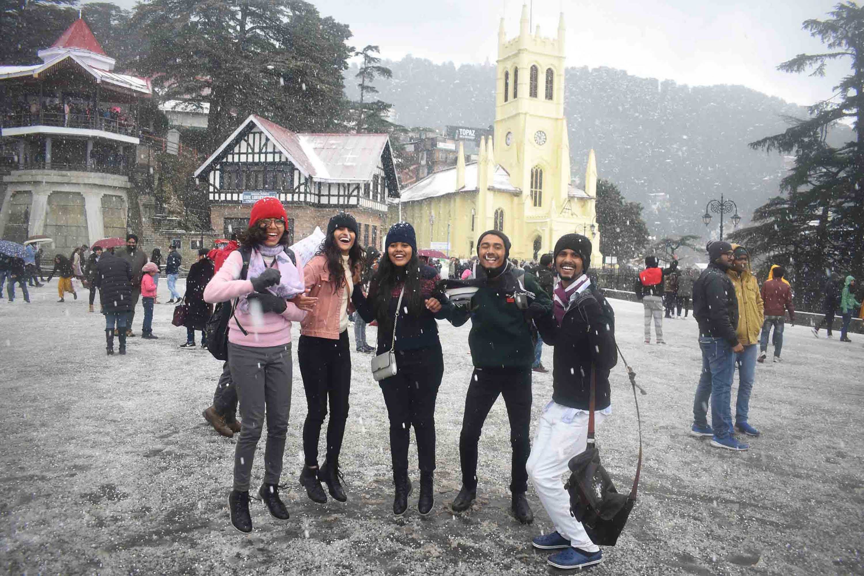Shimla receives fresh snowfall, Manali, Kufri shivers at sub-zero  temperature