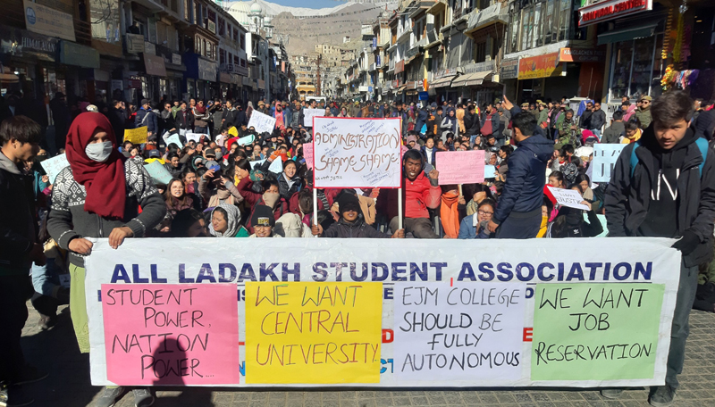 Ladakh students taking out protest march for highlighting demands. —Excelsior/Morup Stanzin