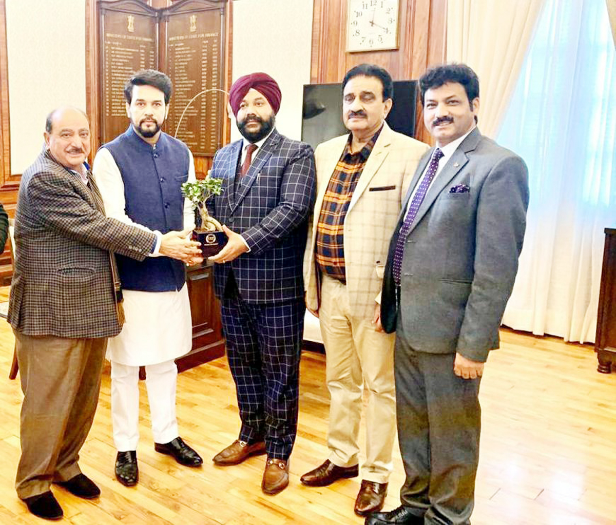 Members of PHD Chamber of Commerce and Industry presenting a memento to MoS Finance and Corporate Affairs Anurag Singh Thakur after meeting.