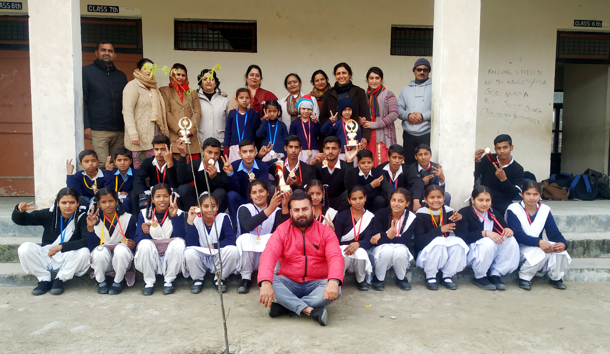 Winners posing along with chief guest and other dignitaries at GHS Panjgrain, Jagti in Jammu.
