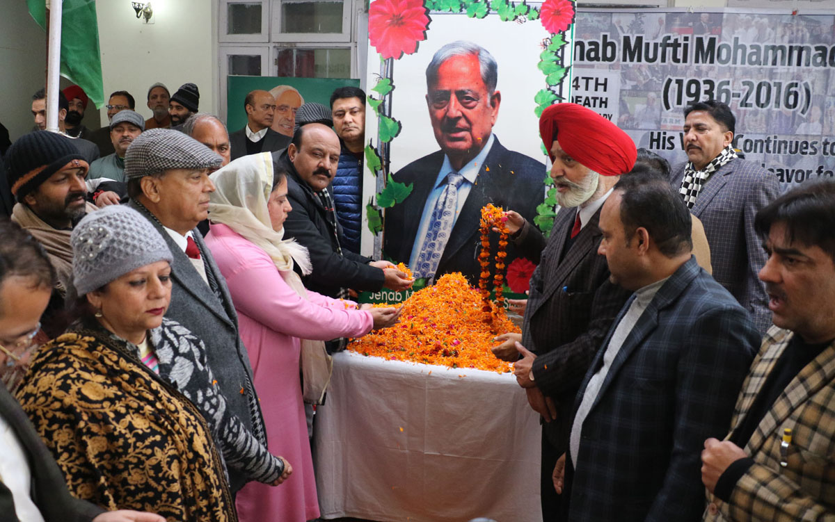 PDP leaders and activists paying tributes to former Chief Minister Mufti Mohd Sayeed at a function in Jammu on Tuesday. —Excelsior/Rakesh