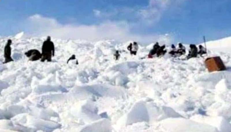 Security personnel during rescue operation for jawans in Drass, Kargil. -Excelsior/Basharat Ladakhi