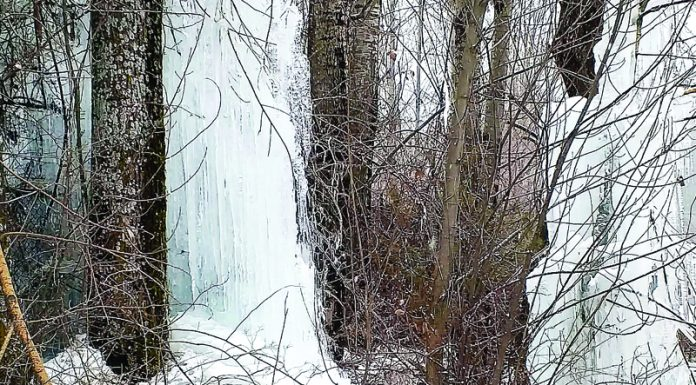 Icicles formed in South Kashmir. —Excelsior/Sajad Dar