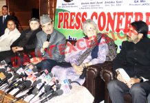 Congress leaders Ghulam Nabi Azad and Ambika Soni addressing press conference in Jammu on Friday. -Excelsior/Rakesh