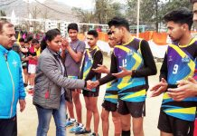 Chief guest, Monika Salve, Assistant Commandant CRPF interacts with the teams at GDC grounds, Poonch on Monday.