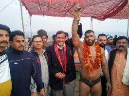 Chief guest declaring winner of Dhara-Ardhan Dangal at Mera Mandrian, Akhnoor in Jammu.