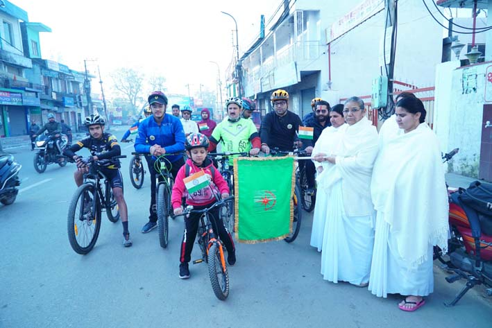 Dignitaries flagging off cyclists in Kathua.