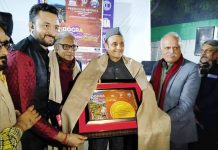 Dr Karan Singh being felicitated by Press Club of India during Dogra culture cum food festival at New Delhi.