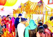 Devotees paying obeisance at Baba Lal Ji Temple Jammu on Monday. -Excelsior/Rakesh