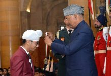 Jammu lad Onkar Singh receiving 'Bal Shakti Puraskar' from President of India Ram Nath Kovind.
