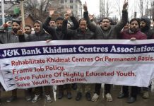 Khidmat Centre Professionals staging protest in Srinagar on Tuesday. —Excelsior/Shakeel