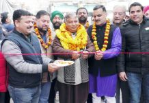 Former MLA Sat Sharma dedicating lane to inhabitants of Patta Chungi.