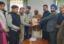 BJP OBC Morha giving memorandum to national chairman of Backward Classes Commission at Jammu.