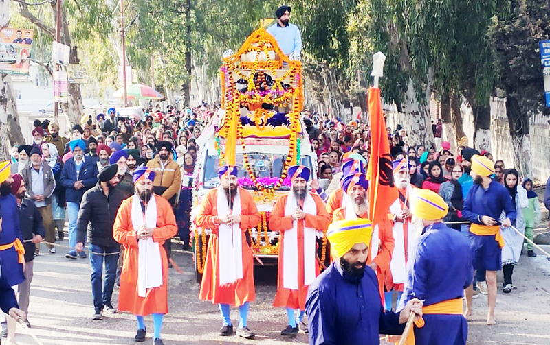 Grand 'Nagar-Kirtan' being taken out by Sikh community in Poonch on Tuesday. -Excelsior/ Gurjeet Singh