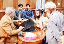 Advisor Farooq Khan interacting with a delegation in Jammu on Monday.