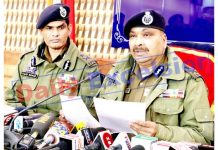 DGP Dilbag Singh and IGP Kashmir Vijay Kumar at a press conference in Srinagar on Wednesday. -Excelsior/Shakeel