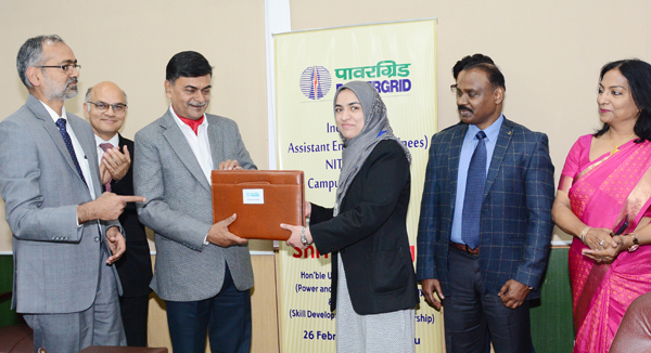 Union MoS for Power R K Singh and Lieutenant Governor Girish Chandra Murmu handing over appointment letters of PGCIL to new recruits at NIT Srinagar on Wednesday.