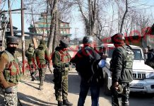 Security personnel on alert during raid by the NIA in Pulwama on Wednesday. —Excelsior/Younis Khaliq