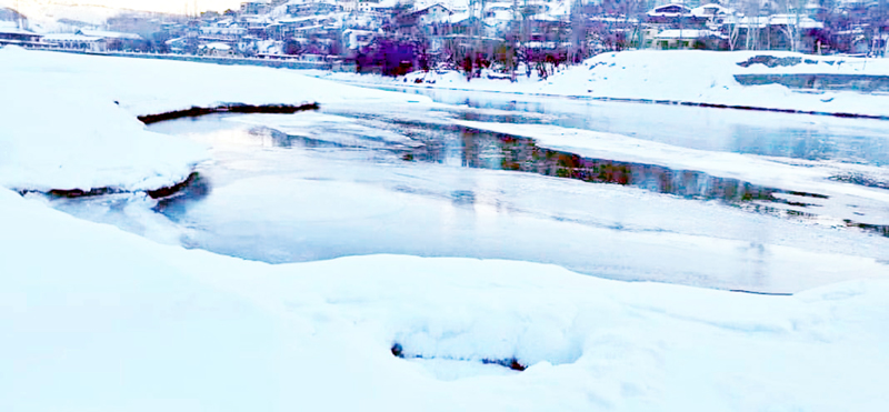 Frozen Suru lake in Kargil as minimum temperature dips to -27 degrees celsius. -Excelsior/Basharat Ladakhi