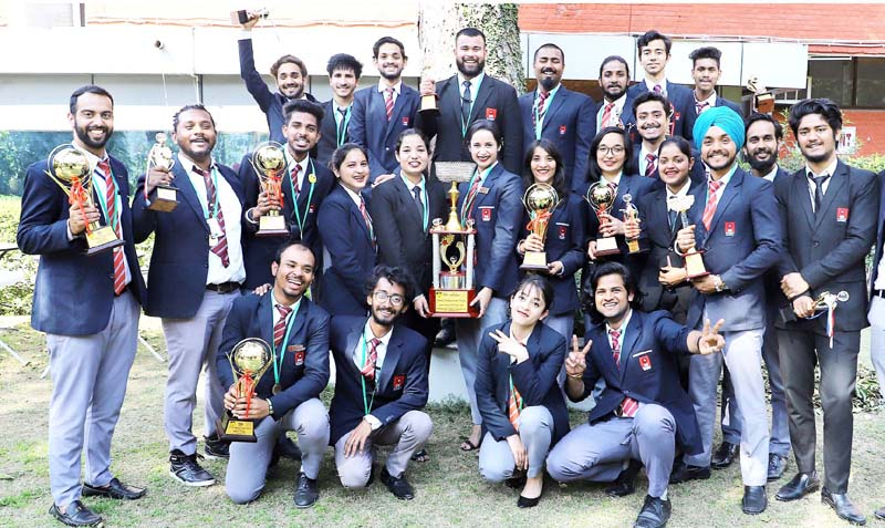 Winners students of Inter-University Youth Festival, 2020 of Chandigarh University, Gharuan posing for a group photograph.