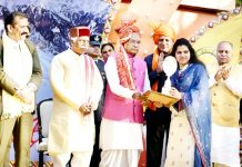 Governor of Haryana presenting 'Kala Nidhi' award to Jammu NGO for highlighting Prali Craft in International Craft Mela at Surajkund.