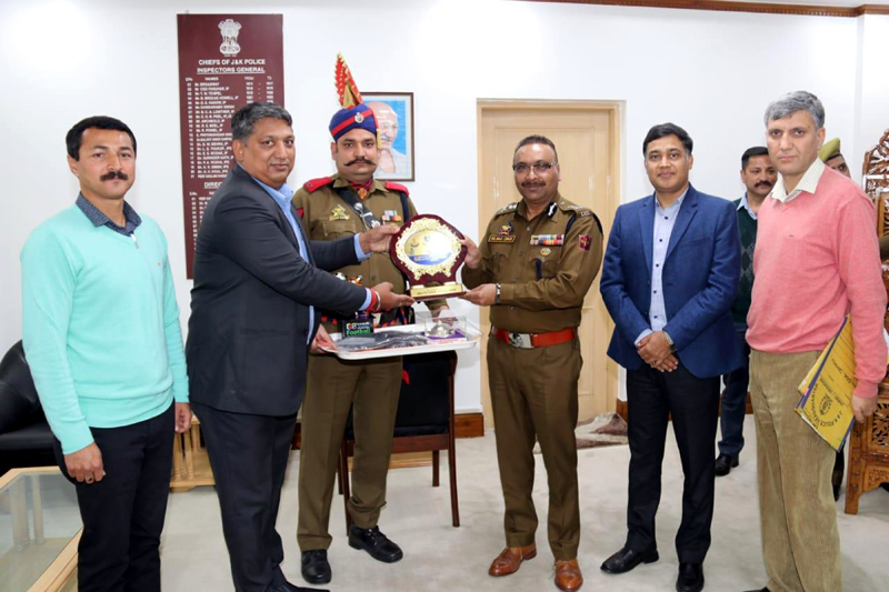 DGP Dilbag Singh receiving memento from SSP Dushyant Sharma at PHQ in Jammu.