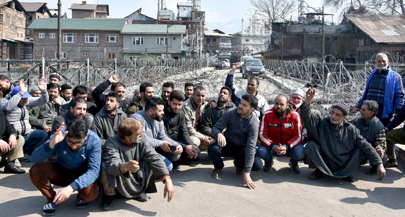 Residents from Habba Kadal protesting on Tuesday. — Excelsior /Shakeel