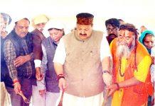 NC Provincial President Devender Singh Rana alongwith Maha Mandleshwar Mahant Rameshwar Dass Ji Maharaj offering the Puran Ahuti at Kameshwar Temple Akhnoor.