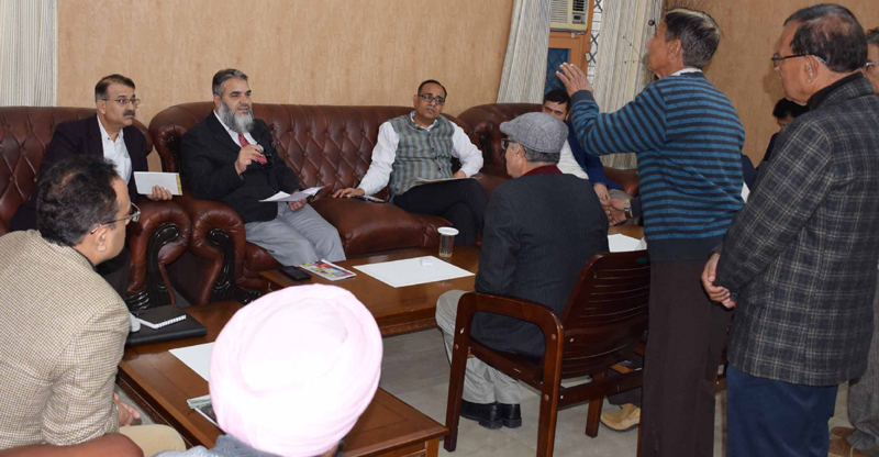 Administrative Secretaries interacting with delegations.
