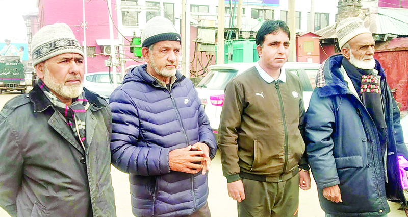 Tangdar residents protesting at Srinagar on Friday. -Excelsior/Shakeel