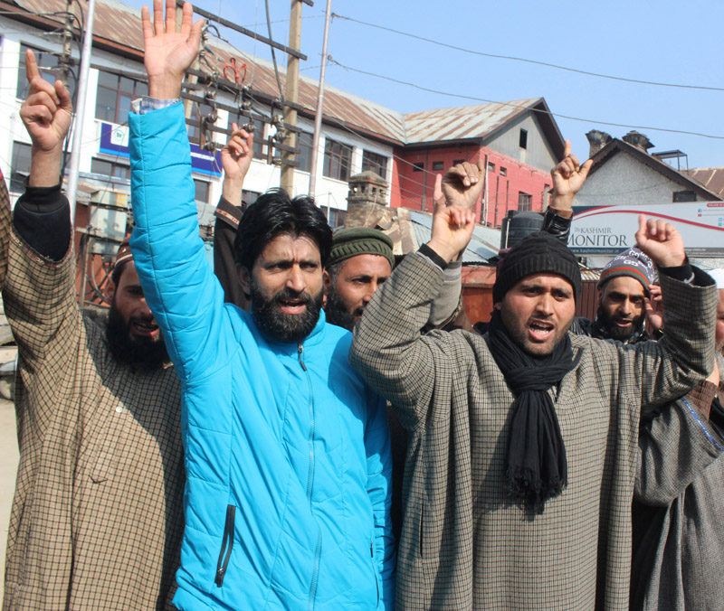 Villagers of Dardpora Lolab protesting against lack of basic facilities. —Excelsior/Shakeel