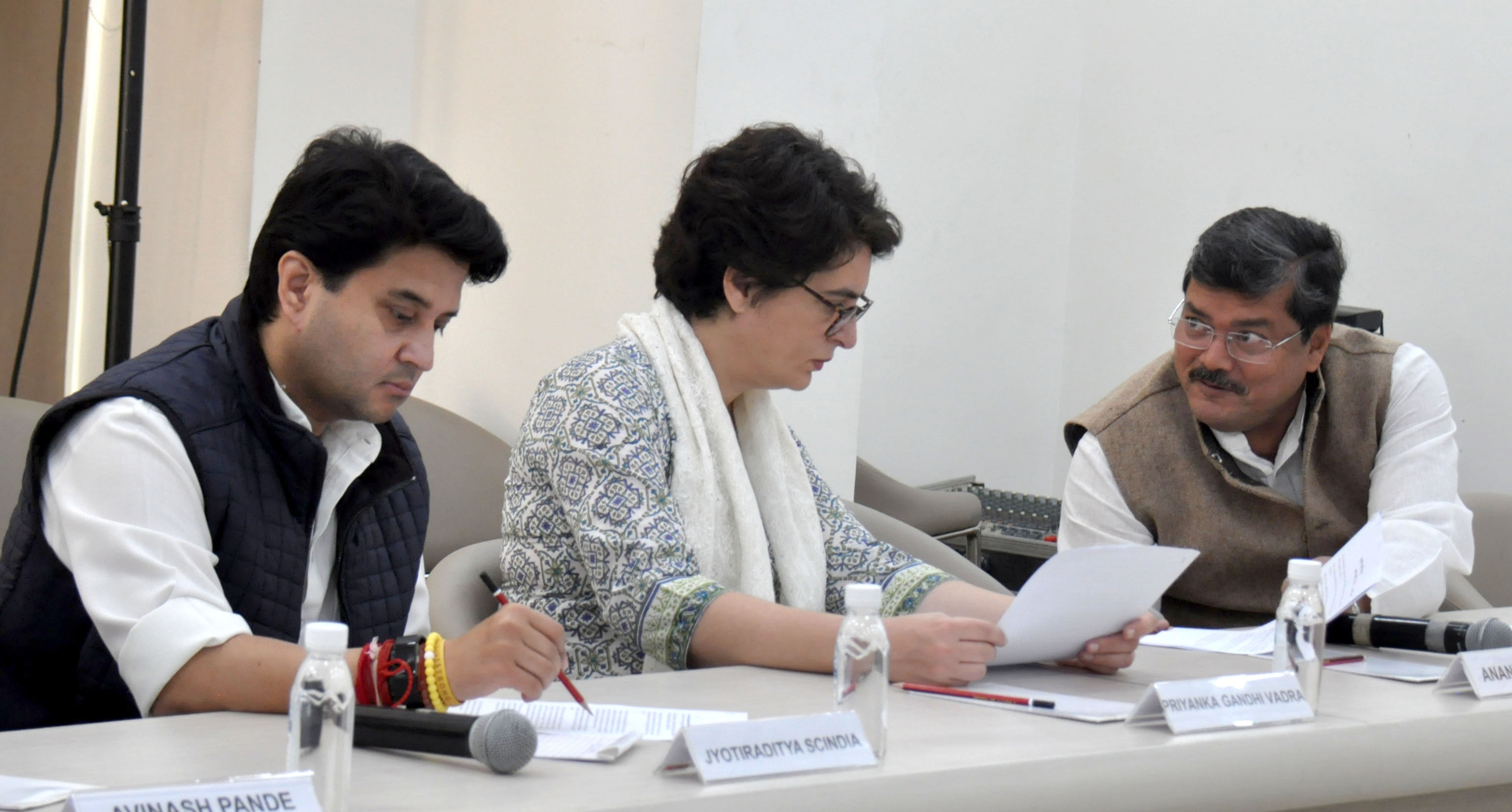Congress leader Priyanka Gandhi Vadra in conversation with party leaders at the Congress Working Committee meeting chaired by party President Sonia Gandhi, in New Delhi on Wednesday. (UNI)
