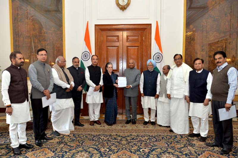 A delegation from the Indian National Congress led by Sonia Gandhi and Manmohan Singh called on President Ram Nath Kovind at Rashtrapati Bhavan on Thursday. (UNI)