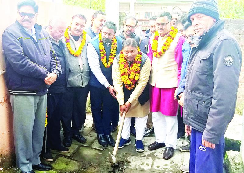 Former Minister, Sat Sharma along with corporator, Sanjay Baru kick starting construction of lane and drain in Ward 41, Jammu on Tuesday.